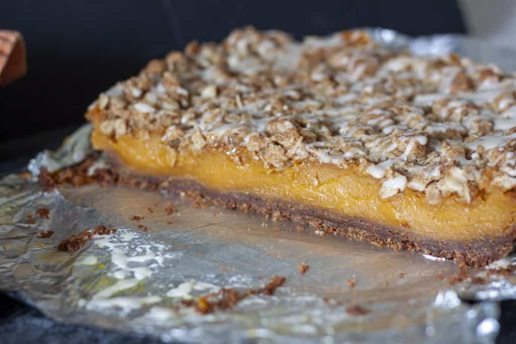pumpkin pie bars cut