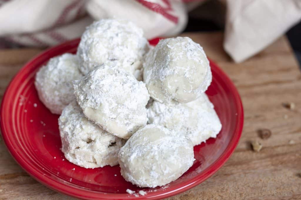 vegan snowball cookies in a pile