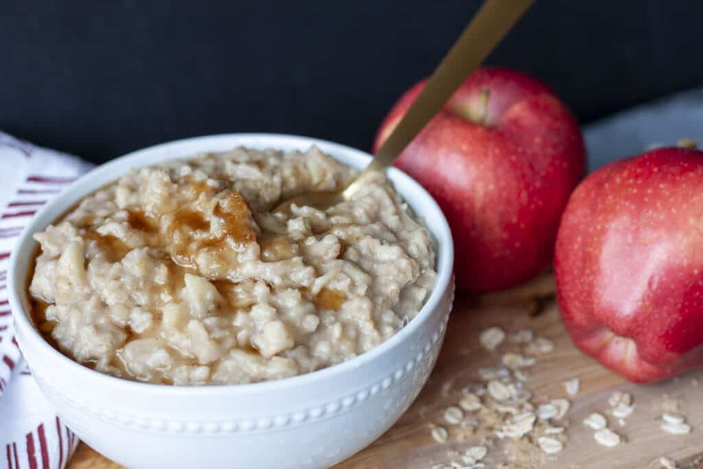 vegan apple cinnamon oatmeal