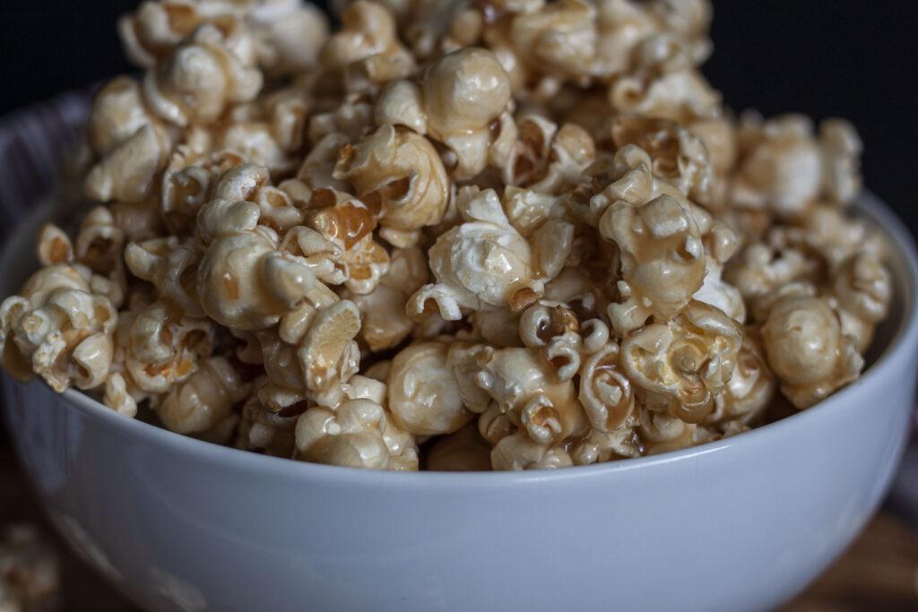 easy vegan caramel corn
